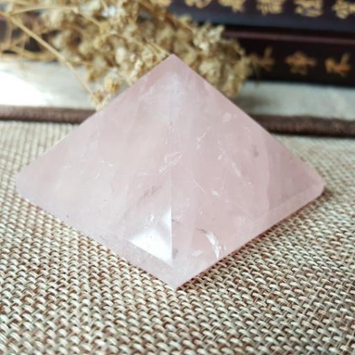 粉晶金字塔