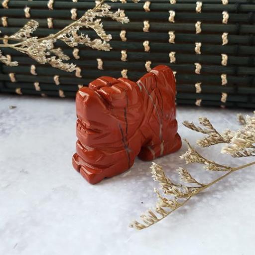 红碧玉雕刻龙摆件