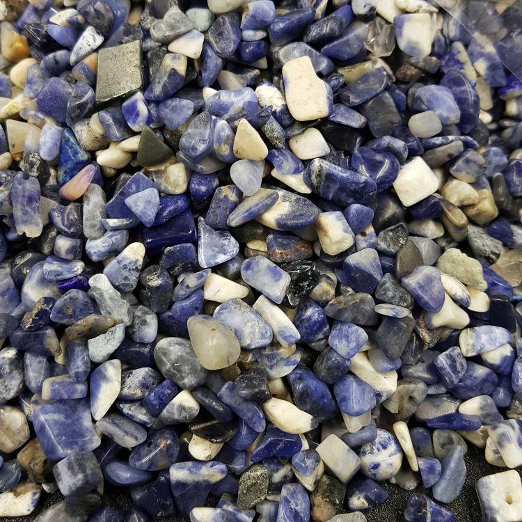 方钠石碎石